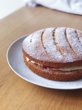 Easy Victoria Sponge Cake Baking Recipe